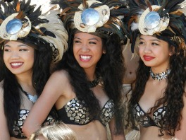 three polynesian women
