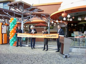 restaurant ribbon cutting