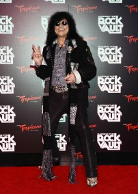 black haired rocker on redcarpet