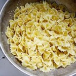 cooked pasta in strainer